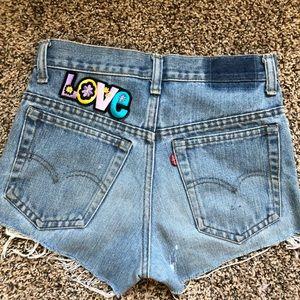 LF - FURST of a KIND - NWOT Vintage Levi Shorts 🌸